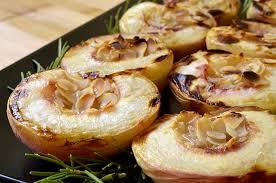 cuisiner les peches pêches rôties au miel romarin et amandes ma cuisine santé