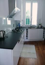 cuisine noir et rouge étourdissant cuisine blanche avec plan de travail noir avec
