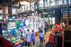 cineplex u0027s huge arcade and sports bar now open in toronto