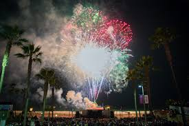 manhattan beach pier lighting 2017 manhattan beach holiday fireworks show december 10 2017