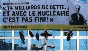 siege edf greenpeace s en prend au siège parisien d edf qu il accuse de