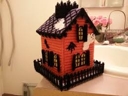 make a haunted house kleenex box cover with plastic canvas and