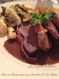 cuisiner un roti de biche rôti de biche sauce vin chocolat gnocchis aux chignons