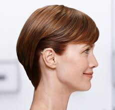 hairstyle that covers hearing aid wearer hearing aids