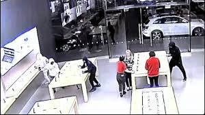 Apple Retail Jobs Burglars Steal 24 000 In Goods From Apple Store In Corte Madera