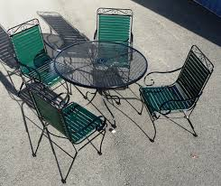 iron vinyl strap chairs with wi mesh top table