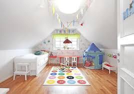 chambre enfant comble décorer une chambre d enfant mansardée joli place