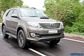 fortuner 2015 toyota fortuner 3 0 4x4 at review ageless brawn motoroids