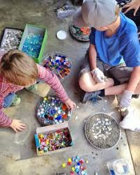 Garden Stone Craft - how to make stepping stones from old cake pans upcycle lawn and