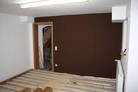 braune schlafzimmerwand wohnzimmergestaltung braune beige waende welche vorhaenge