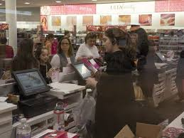 black friday pulls thousands to freehold mall