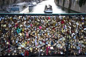 Love padlocks on Pont de l     Archev  ch    Paris  Image by JD   CC BY