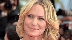 house of cards robin wright hairstyle house of cards star robin wright has a hot new boyfriend parisian