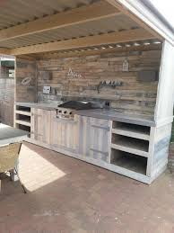 cuisine exterieure outdoor kitchen made from repurposed pallets extérieur cuisines