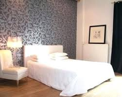 idee tapisserie chambre adulte deco tapisserie chambre wallpapered headboard more idees deco papier