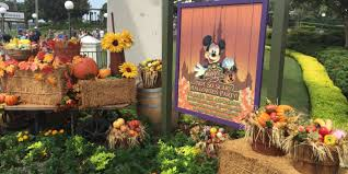 mickey s not so scary halloween 2017 mickey s halloween party 2017 my life is a journey not a your