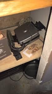 souris cuisine cuisine avec des tapettes à souris dans les placard photo de