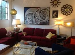 Living Room With Red Sofa by Best 25 Maroon Couch Ideas On Pinterest Purple I Shaped Sofas