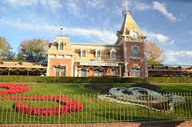 disneyland during thanksgiving week how to survive disneyland during the busiest times occasionally