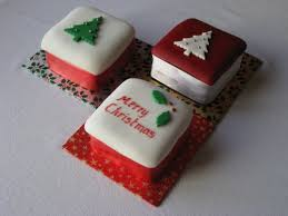 Fruit Decoration For Christmas Cake by Mini Christmas Cakes Christmas Cakes Pinterest Mini