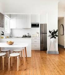 cuisine contemporaine blanche et bois la cuisine blanche et bois en 102 photos inspirantes archzine fr