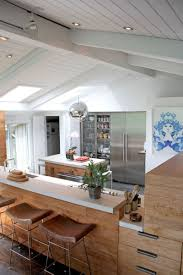 should wood beams be painted or left natural dans le lakehouse