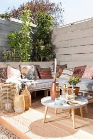 decoration terrasse exterieure moderne une terrasse ethnique chic pour les beaux jours planete deco a