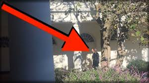 trumps gold house while trump was in white house today everyone noticed who was