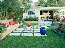 Pavers In Backyard by Best 25 Mid Century Landscaping Ideas On Pinterest Modern Fence