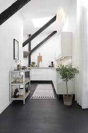 cuisine sous pente étourdissant cuisine sous pente et bel appartement moderne sous