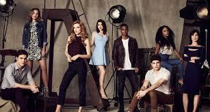 famous in love u0027 cast list u2013 meet freeform u0027s new stars bella