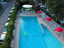 hotel piscine dans la chambre piscine de l hotel vue de la chambre photo de hotel ines