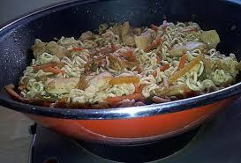 recette cuisine wok recette de wok de nouilles sautées au poulet et légumes