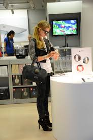 Apple Store Paris Hilton Shopping At The Apple Store In Milan Italy 6 16 2016