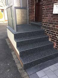 steinteppich verlegen treppe außentreppe mit steinteppich verlegen steinteppich handwerker kosten