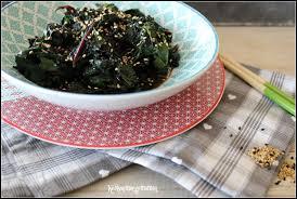 cuisiner les feuilles de betteraves rouges keskonmangemaman feuilles de betterave sautées au wok aux deux sésames