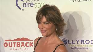 lisa rinnas hairdresser lisa rinna changes her hair for first time in 20 years shows off