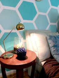 How To Paint An Accent Wall by Remodelaholic Diy Ombre Painted Hexagon Accent Wall