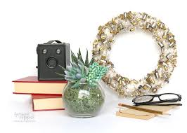 vintage light bulb upcycling wreath thrift store upcycle