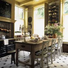 uma cozinha no estilo da toscana kitchens cottage kitchens and room