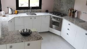 table de travail cuisine cuisine marbre noir top ilot central de cuisine en granit poli with