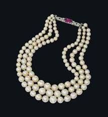 natural necklace pearl images Natural pearl necklace sells for 1 6 million jpg
