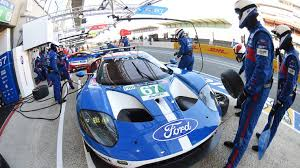 corvette racing live 24 hours of le mans ford gt corvette racing take different paths