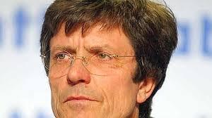La société confirme le départ de Gerard Le Fur au premier décembre de son poste de directeur général. Il sera remplacé par Chris Viehbacher. - d62c5b9a-7f30-11dd-8b74-361ac5096025
