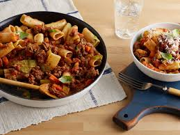 the traditional italian recipe to rigatoni bolognese