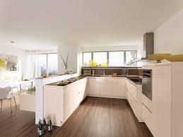 k che uform cuisine en u avec fenetre photos de design d intérieur et