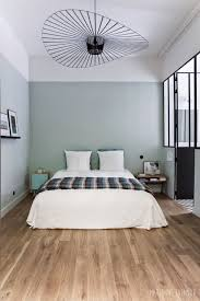 couleur mur chambre ado gar n une chambre esprit atelier chic murs vert gris alignes avec la