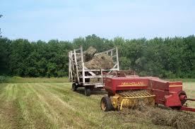 file new holland hayliner in action 1 jpg wikimedia commons