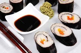 cuisine traditionnelle japonaise cuisine traditionnelle japonaise california roll avec saumon saké