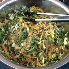 cuisiner vermicelle de riz recette salade asiatique de vermicelles de riz toutes les recettes